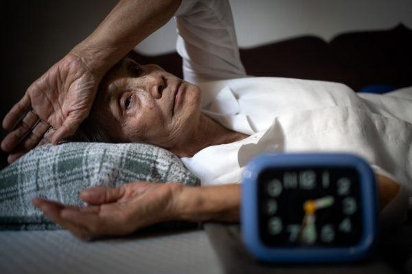ผู้สูงอายุ นอนไม่หลับ ทำยังไงดี? มีวิธีแก้หรือไม่?