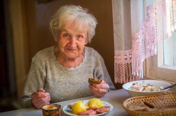 อาหาร ผู้สูงอายุต้องกินแบบไหนถึงพอดี